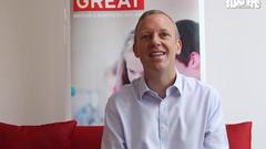 Đại sứ Anh chia sẻ với Tuổi Trẻ Online bằng tiếng Việt