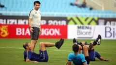 Trọng tài trận VN - Malaysia phô diễn kỹ thuật trên sân Mỹ Đình