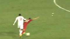 Video: Pha phạm lỗi dẫn đến thẻ đỏ của cầu thủ UAE