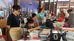 Giới trẻ Sài Gòn mua sắm ở chợ phiên