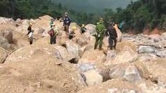 Video: Tìm thấy thi thể của 3 người còn lại vụ sạt lở vùi lán của người đi rừng