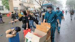 Video: Hà Nội hơn 240 người hoàn thành cách ly trở về địa phương