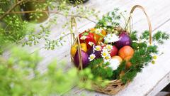 Video: Lễ 20-10, lan hồ điệp và 'hoa' làm từ rau củ quả Đà Lạt 'cháy hàng'