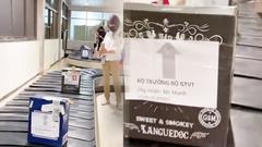 """Video: Đình chỉ nhân viên liên quan clip các kiện hàng ghi """"Bộ trưởng Bộ GTVT"""""""