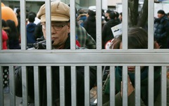 Hàn Quốc 'nín thở' ngày thí sinh thi đại học