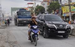 Khốn khổ vì bụi bặm, bẫy ổ gà trên đường Huỳnh Tấn Phát