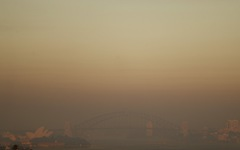 Bầu trời Sydney đỏ quạch, lần đầu tiên lục địa Úc không một giọt mưa