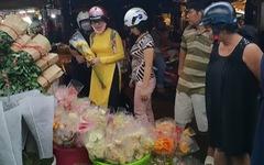 Chợ hoa Hồ Thị Kỷ nhộn nhịp đêm trước ngày Valentine
