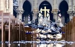Khung cảnh 'nhói lòng' bên trong nhà thờ Đức Bà Paris sau hỏa hoạn