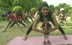Tập yoga khắp nơi trên địa cầu chào mừng Ngày quốc tế yoga