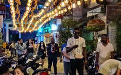 Những phố đêm ở Sài Gòn 'xập xình' trở lại đón... khách ta