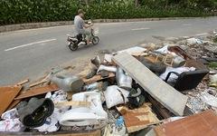 Mới mở 2 năm, đường Đồng Cổ giữa thủ đô đã đầy rác