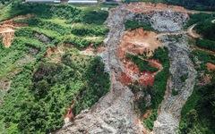 Núi rác Cam Ly lại ập xuống thung lũng
