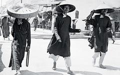 Chiếc nón lá dãi nắng dầm mưa cùng người Việt