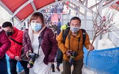 Khách tham quan metro Nhổn - ga Hà Nội nhớ đeo khẩu trang, mang CMND
