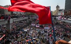 Người biểu tình khắp Myanmar xuống đường phản đối chính quyền quân sự