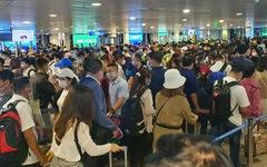 Lại kẹt cứng ở khu soi chiếu sân bay Tân Sơn Nhất