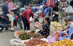 Giá hoa tăng gấp đôi trong ngày Tết Đoan Ngọ ở Sài Gòn