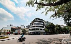 Đường phố Hà Nội vắng vẻ trong ngày thứ 2 giãn cách xã hội