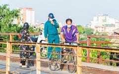 Bất chấp lệnh giãn cách, một số người Hà Nội vẫn đi tập thể dục, chạy bộ, đạp xe