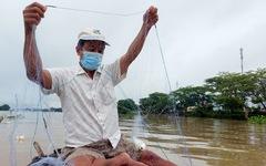 Dân vùng ven Cần Thơ vui mừng thả lưới, câu cá sau 2 tháng ở nhà