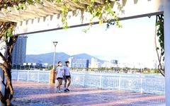 Người dân vùng xanh Đà Nẵng được ra ngoài tập thể dục, dạo biển