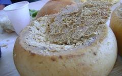 Đặc sản pho mát giòi 'nhắm mắt khi ăn' ở Ý