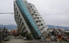 Đi chơi gặp động đất phải làm sao?