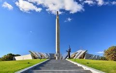 Thăm Bảo tàng chiến tranh Vệ quốc vĩ đại ở Minsk