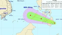 Một vùng áp thấp đang mạnh lên áp sát Biển Đông