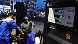 15h, xăng dầu đồng loạt tăng giá từ 500-700 đồng một lít