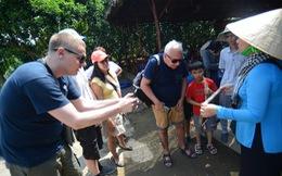 Khách nước ngoài đổ đến Việt Nam trải nghiệm Tết