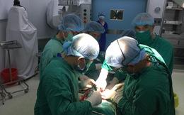 Sử dụng khớp háng chuyển động đôi điều trị gãy cổ xương đùi