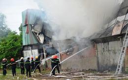 Công ty may ở Hóc Môn bốc cháy giữa trưa