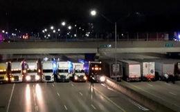 Tài xế xe container dàn hàng ngang trên đường cứu người tự tử