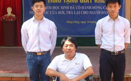 Hai học sinh nhặt được hơn 9 triệu đồng trả lại cho người tàn tật