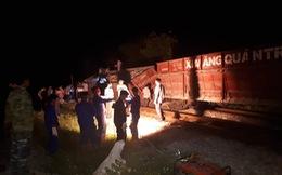 Tàu hỏa trật bánh nghiêng đổ ở Nghệ An