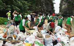 Thu gom gần 1 tấn rác tại 200m bờ biển vịnh Hạ Long