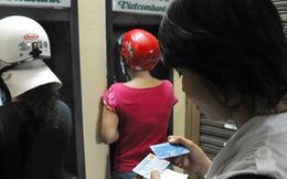 Chấn chỉnh việc 'đường dây nóng' ngân hàng thành 'đường dây nguội'