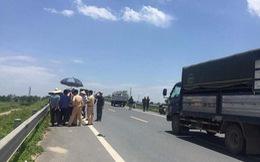 Không tin 2 nữ sinh bị tai nạn, người nhà mang quan tài tới công an