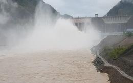 Thủy điện Lai Châu mở 5 cửa xả mặt để xả lũ