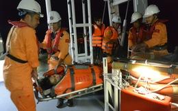 Cấp cứu ngư dân Huế đột quỵ trên biển