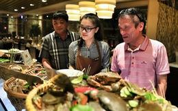 Người Việt ùn ùn vào khách sạn 5 sao, xài sang hơn khách quốc tế