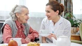 Chán ăn ở người cao tuổi, làm sao khắc phục