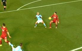 CĐV hài hước sau trận Liverpool - Man City: 'Chắc VAR ghét Man City lắm'