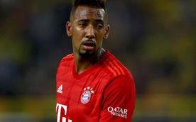 Đi thăm con đang bệnh, Jerome Boateng vừa gặp tai nạn, vừa bị Bayern phạt