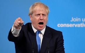 Từ nhà báo khác người trở thành thủ tướng Anh
