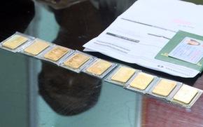 Trộm thẻ Master của khách, rút hơn 600 triệu đi mua vàng