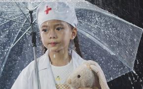 Mẹ con Đoan Trang hát tặng y bác sĩ trực đêm vì COVID-19