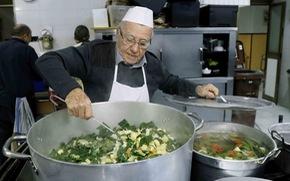 Thành Rome có đầu bếp 90 tuổi của những người vô gia cư